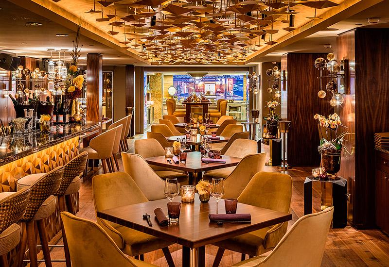 Top Restaurants und Bars im Fairmont Hotel Vier Jahreszeiten ...